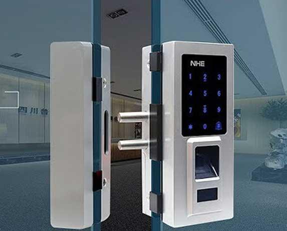 Lion Lock Hệ Thống Bán Khóa Cửa Vân Tay Thẻ Từ Thông Minh Cao Cấp Lion Lock Hệ Thống Bán Khóa Cửa Thông Minh Cao Cấp Bảo hành 2 năm Dịch vụ lắp đặt tại nhà Thương hiệu Đức, Hàn Quốc, Nhật, China